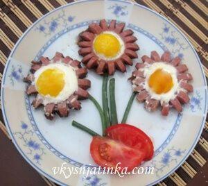 Яичница с сосисками - фото