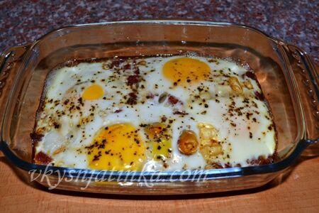 Яичница в духовке - фото