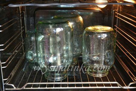 Как стерилизовать банки в духовке - фото