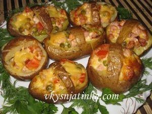 Картофель фаршированный сыром и ветчиной - фото