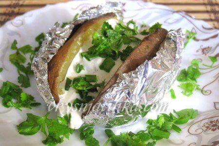 Картофель запеченный с салом в фольге - фото