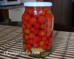 Консервированные виноградные помидоры - фото