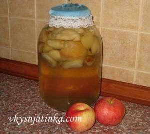 Консервированный яблочный компот в банках - фото