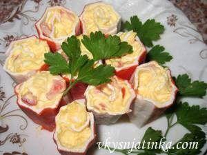 Крабовые палочки фаршированные сыром и чесноком - фото