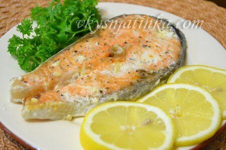 Красная рыба в духовке - фото