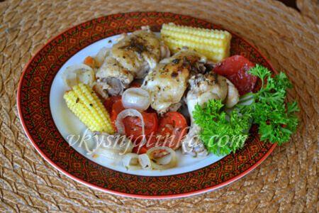 Курица запеченная с овощами в духовке - фото