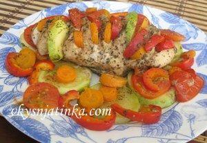 Куриное филе с овощами запеченное в духовке в фольге - фото