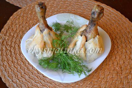 Куриные ножки в слоеном тесте в духовке - фото