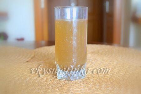 Квас из березового сока с изюмом - фото