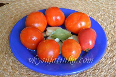 Квашеные помидоры в банке как бочковые - фото