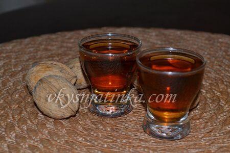 Настойка из перегородок грецкого ореха - фото