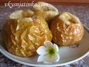 Печеные яблоки с корицей в духовке - фото