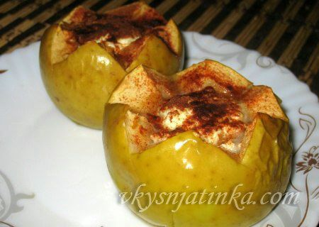Печеные яблоки с творогом и медом в духовке - фото