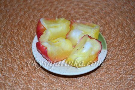 Печеные яблоки в микроволновке - фото
