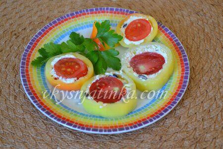 Перец фаршированный помидорами - фото