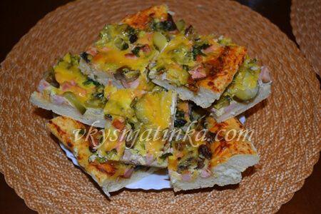 Пицца с сосисками - фото