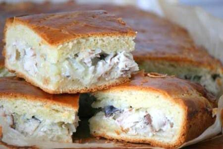 Пирог из рыбных консервов - фото