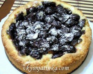 Пирог с черносливом и сливами - фото