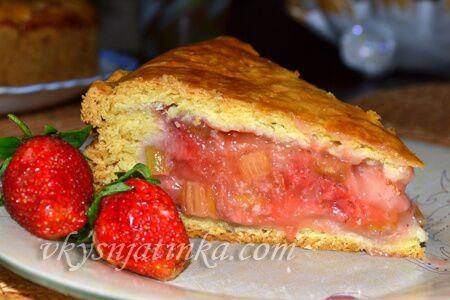 Пирог с клубникой и ревенем - фото