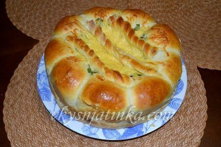 Пирог с колбасой и сыром - фото