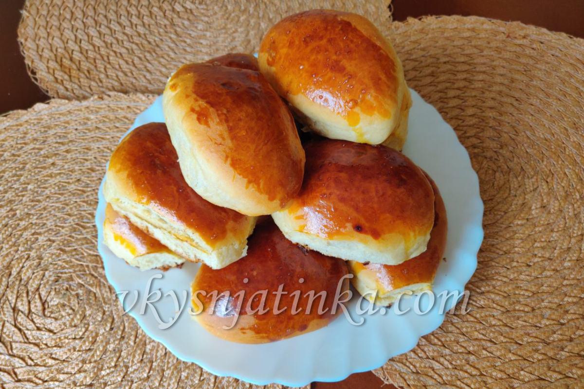 Пирожки с вишней из дрожжевого теста - фото