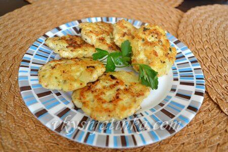 Рубленные куриные котлеты жареные на сковороде - фото