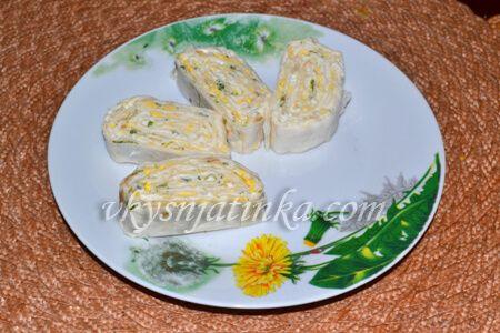 Рулет из лаваша с плавленым сыром - фото