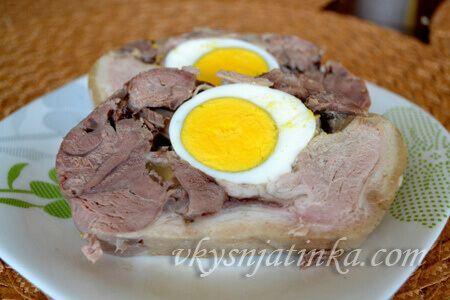 Рулет из свинины с яйцом - фото