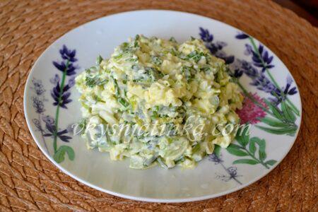 Салат из черемши с яйцом - фото