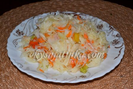 Салат из капусты с яблоками - фото