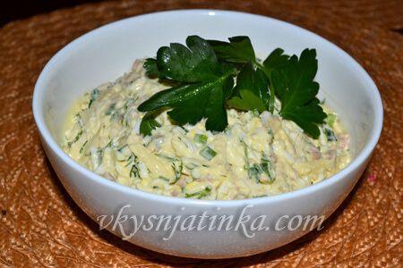 Салат из печени трески с яйцом - фото