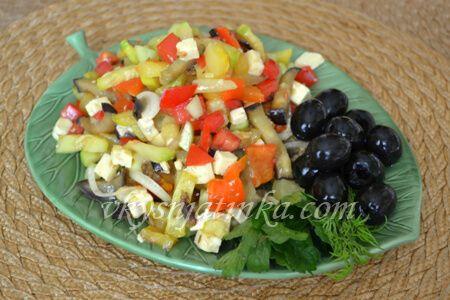Салат из жареных баклажан и кабачков - фото