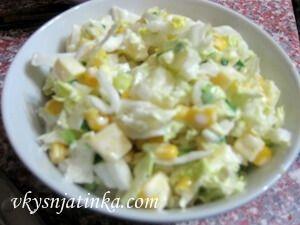 Салат с ананасами и кукурузой - фото