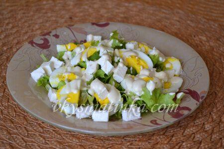 Салат с брынзой и яйцом - фото