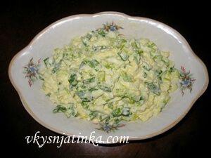 Салат с черемшой и зеленым луком - фото