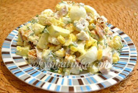 Салат с яблоками и курицей - фото