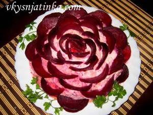 Салат «Сельдь под шубой» в виде розы - фото