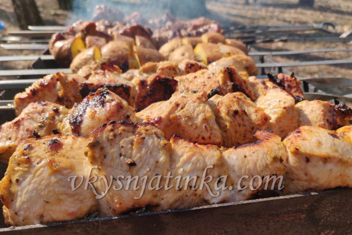 Шашлык из филе индейки на мангале - фото