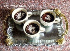 Шоколадные бисквиты в чашках - фото