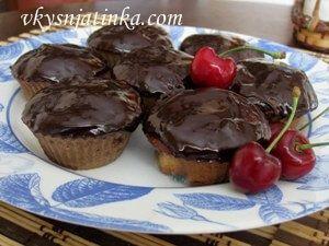 Шоколадные маффины с черешней - фото
