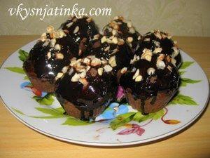 Шоколадные маффины с фундуком - фото