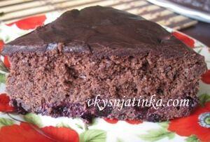 Шоколадный брауни с черникой - фото