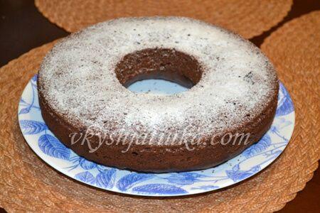 Шоколадный кекс с вишней - фото