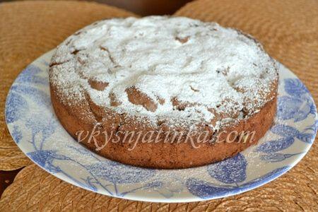 Шоколадный пирог с яблоками - фото