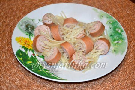 Сосиски с вермишелью внутри - фото