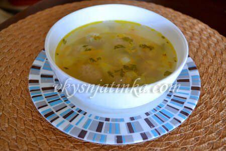 Суп с фрикадельками, рисом и картошкой - фото