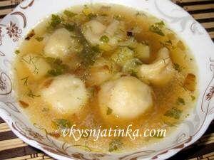 Суп с пельменями и картошкой - фото