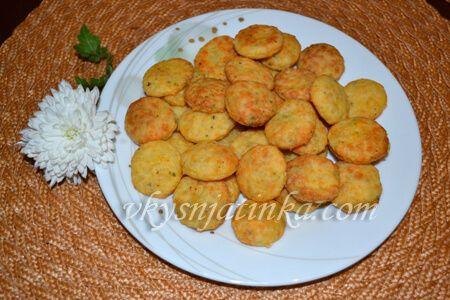 Сырные крекеры - фото