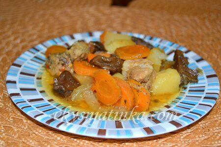 Тушеная картошка со свининой в мультиварке - фото