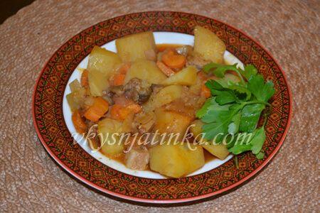 Тушеная картошка в горшочке - фото